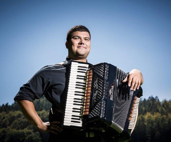 Eric_Dann_Jazz-Akkordeon_Hohner-Konservatorium_quadrat